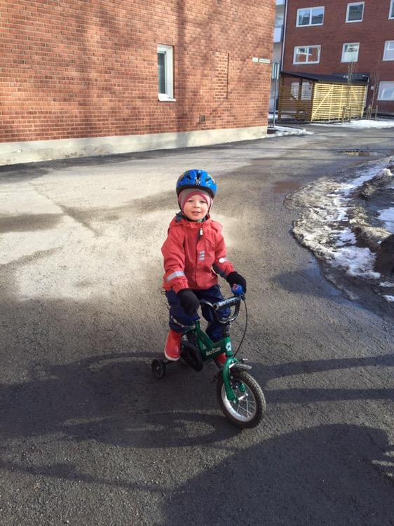 Cykelpremiär, pappabloggar, galonbyxa och skaljacka