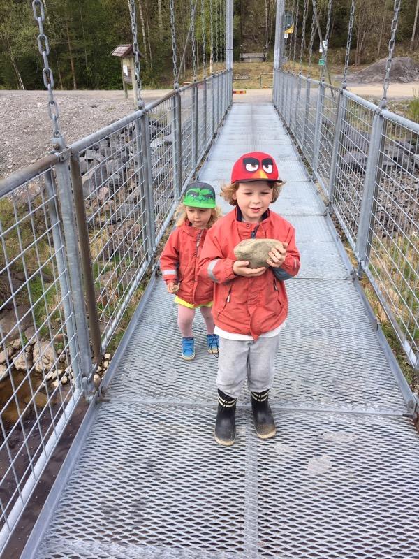 Hängbro mellan Baggböle och Klabböle.